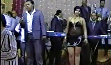Jolie fille asiatique pétant dans le visage d'un mec extrait de x amateur
