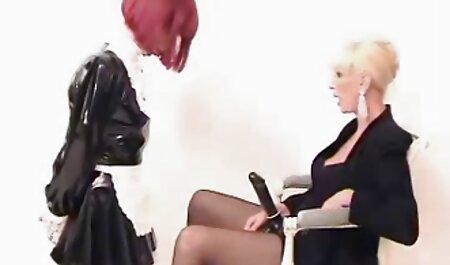 Maman et sa extrait de film porno amateur fille partagent une grosse bite noire