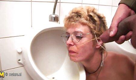 La femme au foyer chaude Shanda Fay baise un gode film porno francais amateur dans un corps en résille