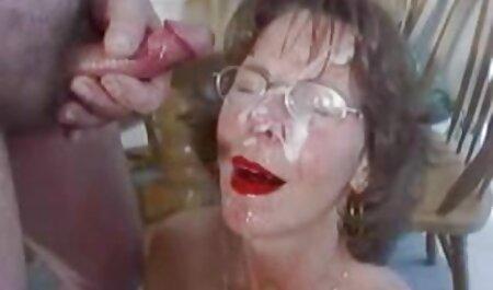 Dyked - La belle-mère chaude s'amuse avec sa film porno français amateur gratuit belle-fille