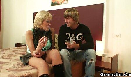 La rousse mignonne Alison Rapture et ses amis sucent une grosse bite film sexe amateur gratuit